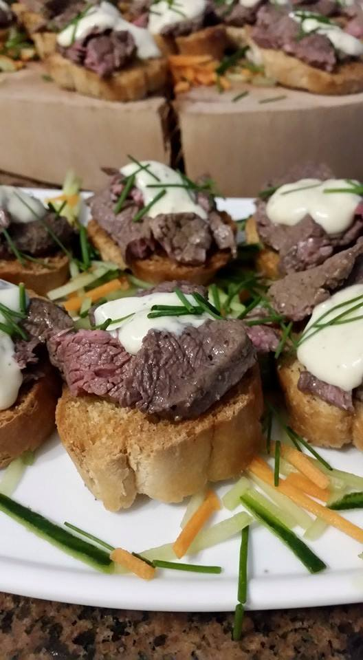 Catering canapes megs treats cakes canapes for Roast beef canape